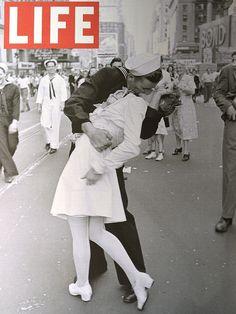 v-j-day_life_kiss