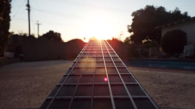 guitar-2596726_640